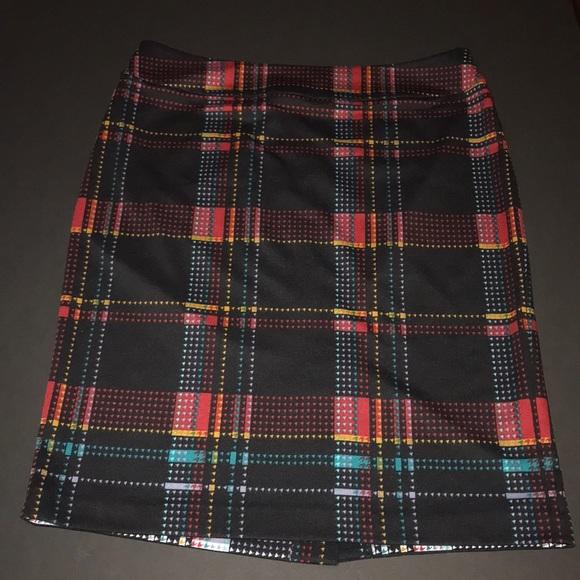 Evan Picone Dresses & Skirts - Evan Picone graphic poly-elastic pencil skirt